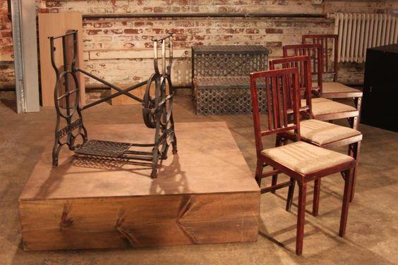 Parceiros Chris e JJ decidiu combinar uma base de costura do vintage com quatro cadeiras simples para uma peça industrial que está cheio de funk.