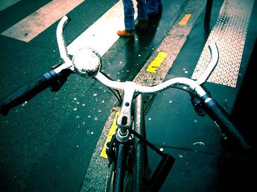 A l'Hôtel Jeanne d'Arc et sur Les Voix de Jeanne, on aime les vélos!   Nous avons décidé de rencontrer ses adeptes de tous poils qui sont passionnés de fixies, de BMX ou cyclistes du dimanche.  Si vous êtes un passionné de vélo, rencontrons-nous!  Il suffit de nous contacter par mail sur hoteljeannedarc@gmail.com