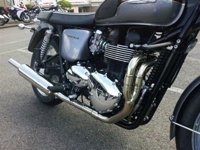 Triumph Bonneville T100 with 2 into 1