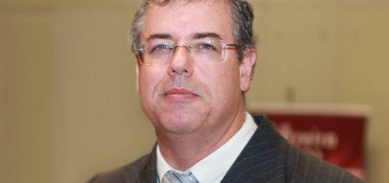 Luiz Viana vence Carlos Rátis e é reeleito presidente da OAB-BA