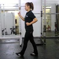 「走りながら美しい足になりたい」とか、「ジョギングを一生懸命しているのに足やせできない」とか、少しでも美脚に近づくための方法を思案しています。 そこで、ボディメイク・ダイエット専門家でボディメイクジムS…