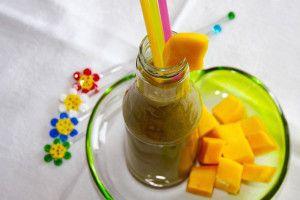 Ist Smoothie-Zubereitung auch auf Vorrat möglich?  Auch bei Zeitmangel musst Du nicht auf Deinen grünen Gesundheitsdrink verzichten. Du kannst Deinen Smoothie auch auf Vorrat mixen. Gekühlt kannst Du das leckere Getränk gut zwei Tage aufbewahren ohne dass es seine wertvollen Vitamine und Inhaltsstoffe verliert.