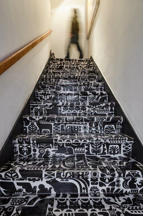 Jurnal de design interior -  Cele mai frumoase scări de interior [ I ]: Printed Stairs, Stair Design, Cueca Films, Black And White, Films Dx, Patterned Stairs, Black White, Graphic Stairs