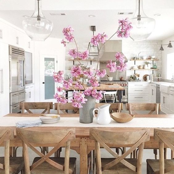I have a thing for pretty kitchens. This one is prefect in every way! Happy hump/tax day friends! xoxo #interiordesign #homedecor #homeinspiration