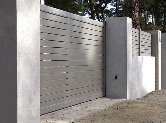 The Sonning driveway gate named after Sonning, a contemporary half panel design