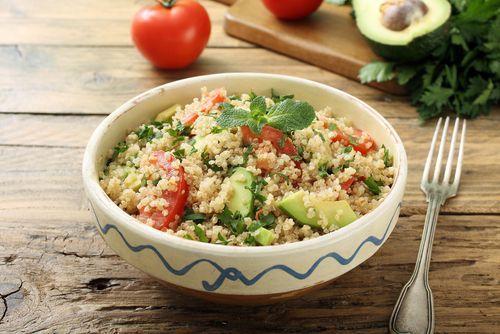 Receta De Ensalada De Quinoa Y Aguacate Unareceta Com Recette Salade Vegetarienne Idée Recette Cuisson Des Aliments