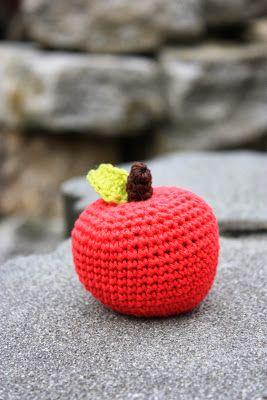 Polly kreativ: Wie man mich zum Weinen bringt... - gehäkelter Apfel