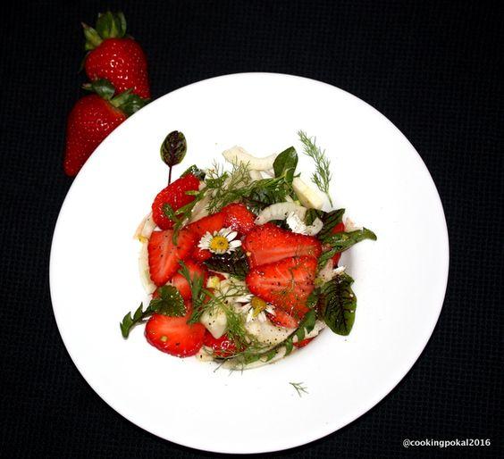 Salat mit rohem Fenchel und Erdbeeren