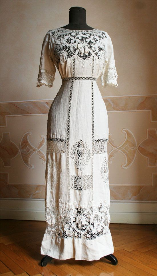 I wish I could travel back in time to different eras to try on all the different clothes. (white lace dress, Edwardian, 1910s)