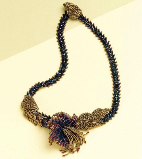 how to weave a necklace with a flower (Russian)