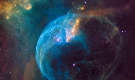 """Uma bolha gigante """"soprada"""" por uma estrela"""