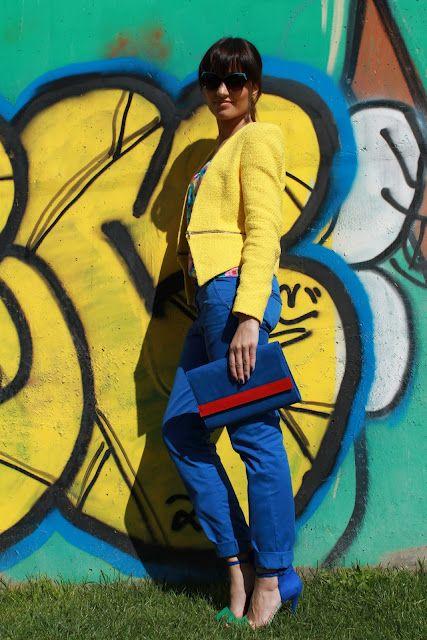 Blazer - Zara  Top - H (antigo)  Calças/Trousers - Pull (antigas)  Pulseira néon/Bracelet - Bimba  Pulseira/Bracelet - Prendinha comprada no mercado de Portobello (Londres)  Anel/Ring - H  Sandálias/Sandals - Zara  Óculos de sol/Sunglasses - Pull (já tinha falado I'm a cat woman!)  Clutch - H