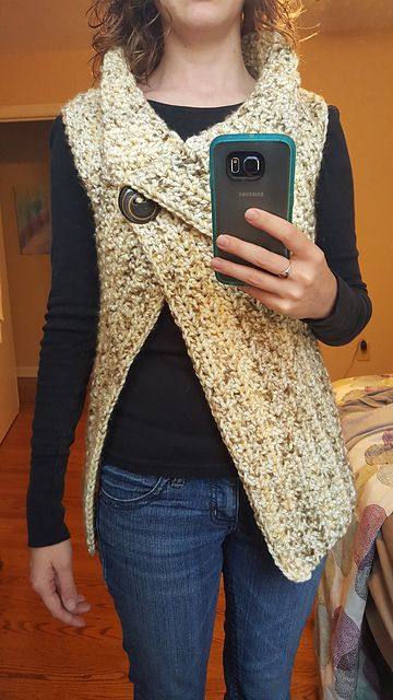 Peek-a-Boo Button Wrap: FREE crochet pattern by Nerissa Muijs: