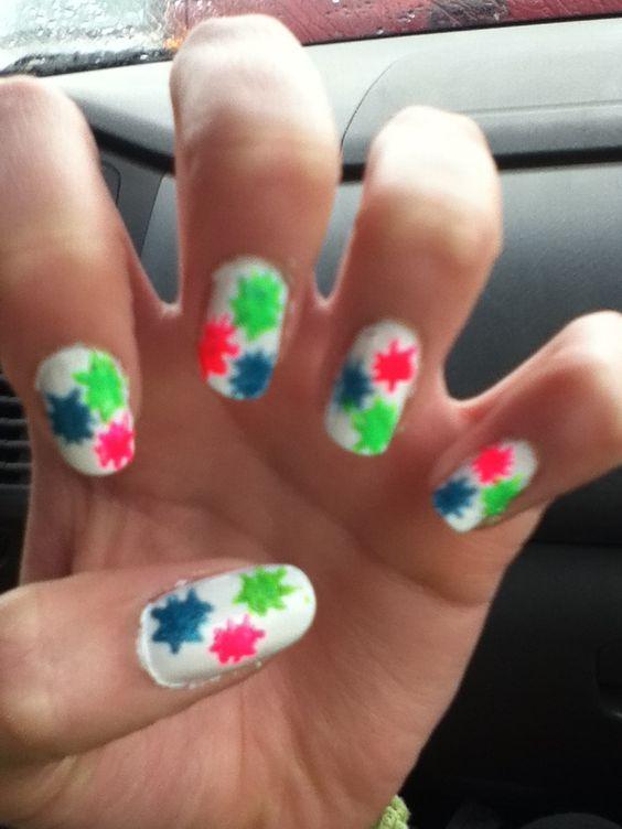 Splatter paint nail art!