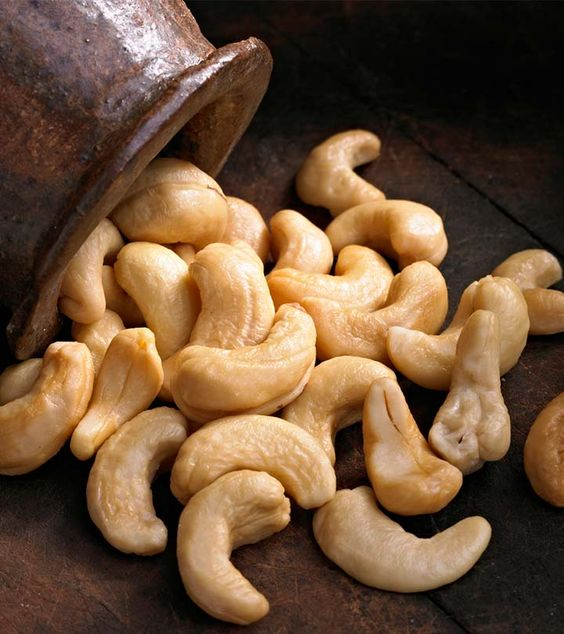 13 Best Benefits Of Cashew Nut (Kaju) Oil For Skin, Hair And Health