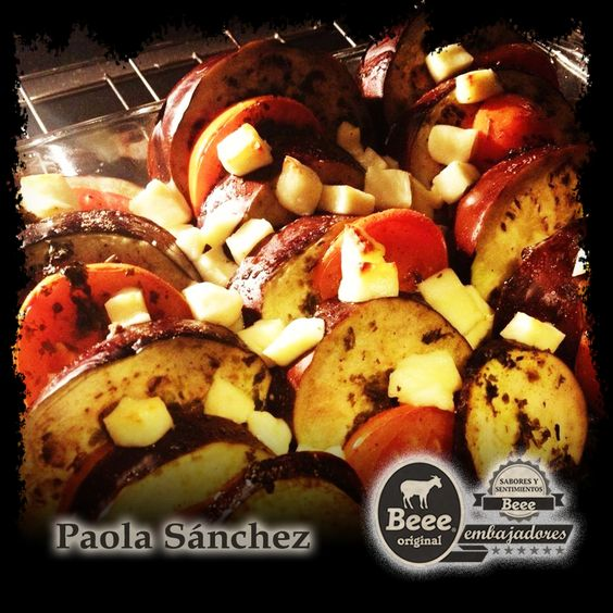 Para el día de hoy les compartimos una receta de  Berenjenas al Horno usando el Queso Panela de Cabra Beee, hecha por una nuestras #EmbajadoresBeee Paola Sánchez,