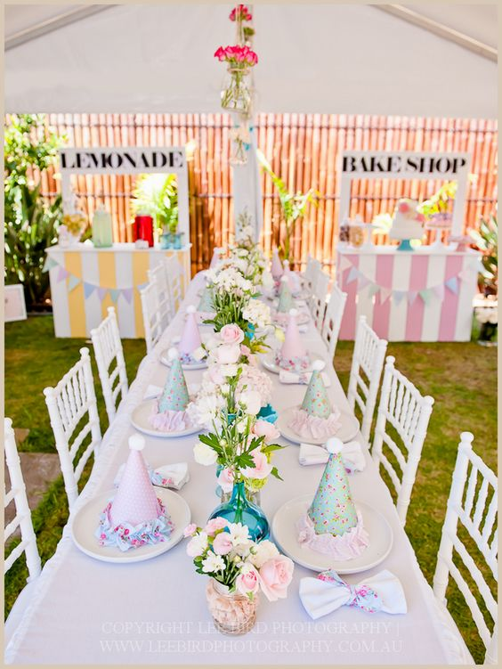 Beautiful kids party table