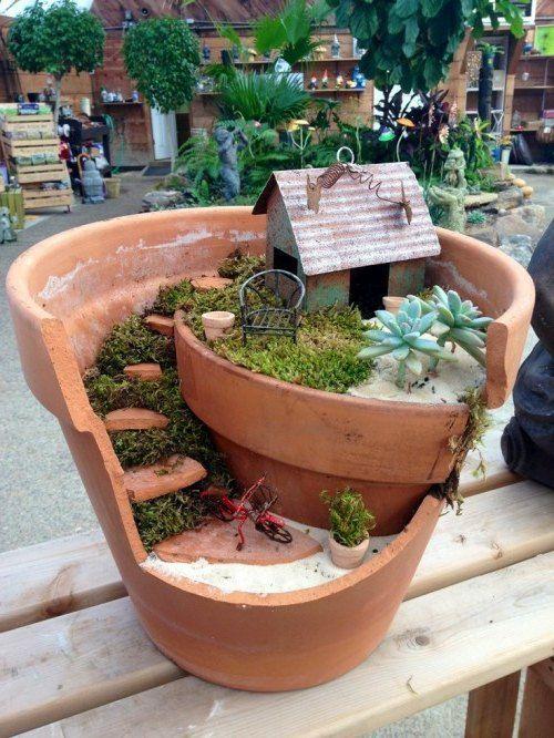 minigarten kleines Blechhaus, Sessel und Fahrrad