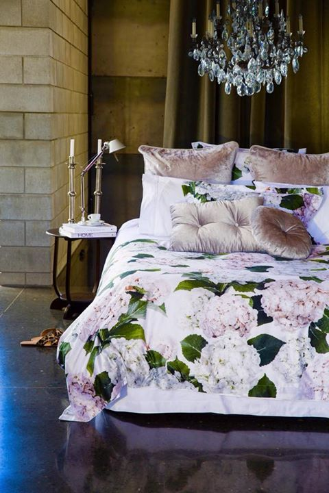 Win This Stunning Wallace Cotton Hydrangea Duvet Set I Have This On My Bed Right Now And It Is So Stunning Im Bedroom Design Contemporary Bedroom Duvet Sets
