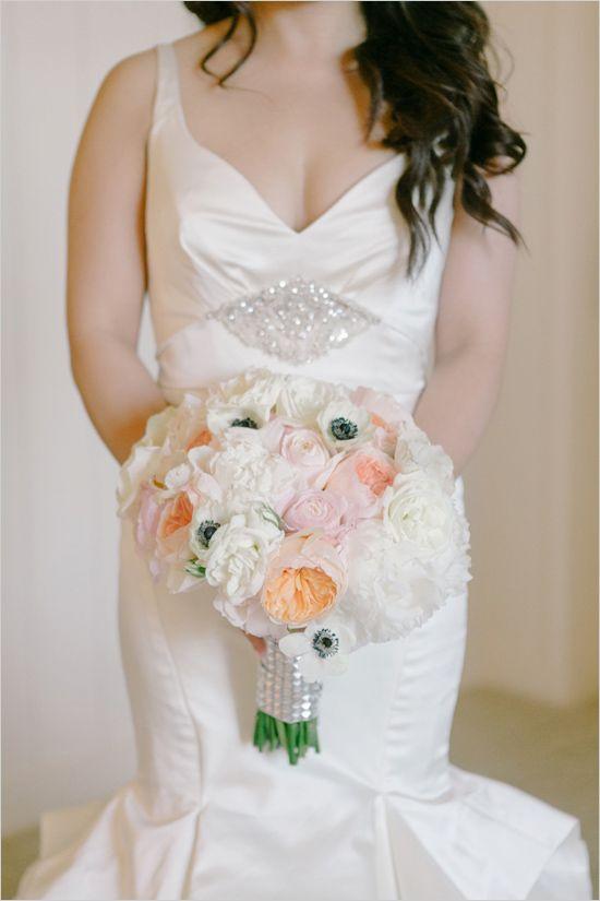 white and peach bouquet by Poppys Petalworks @weddingchicks