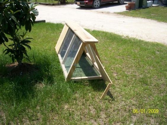 Coops cheap chicken coops and chicken coops on pinterest for Cheap chicken tractor