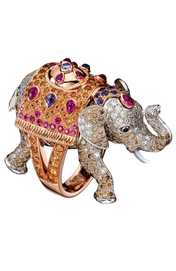 Boucheron - Anillo Hathi de oro blanco y rosa con diamantes blancos y marrones, rubíes y zafiros multicolor.