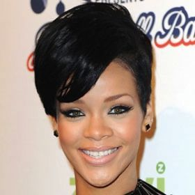 Rihanna Booed Upon Late Arrival To Concert [READ MORE: http://uinterview.com/news/rihanna-booed-upon-late-arrival-to-concert-8971] #Rihanna #Diamonds #DiamondsTour #Adelaide #Australia #Concert