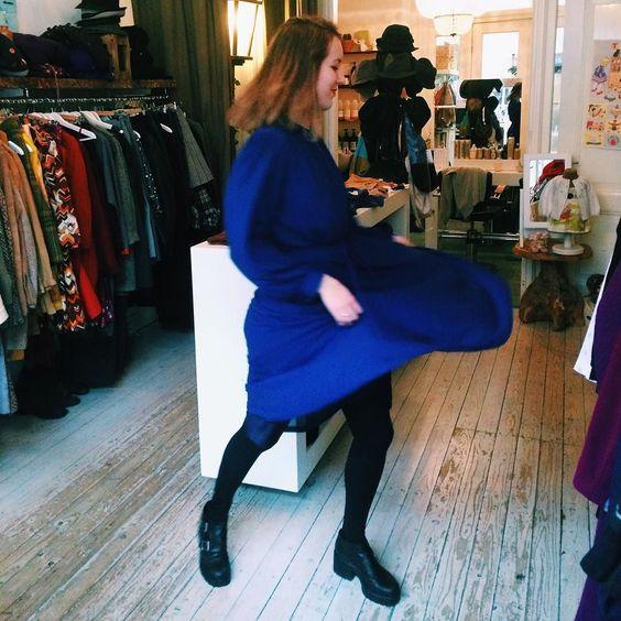 Weekend hairdo  Perfect blue dress  Red lips  @vindlifestyle  #vindlifestyle #bluedress #vintageshop by bodiljane