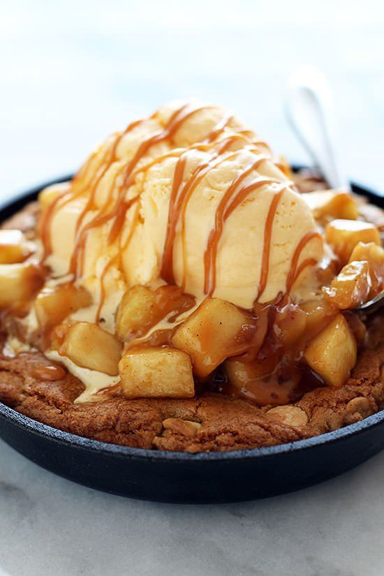 lustingfood:    Salted Caramel Apple Pie Pizza Cookie