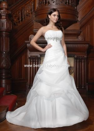 What a gorgeous wedding dress!!