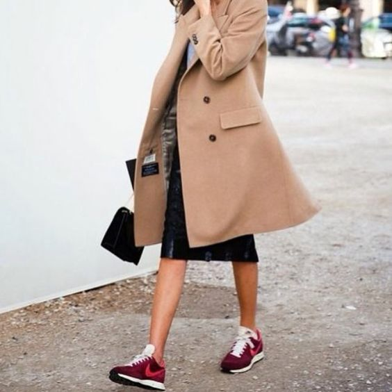 Sneakers x camel coat