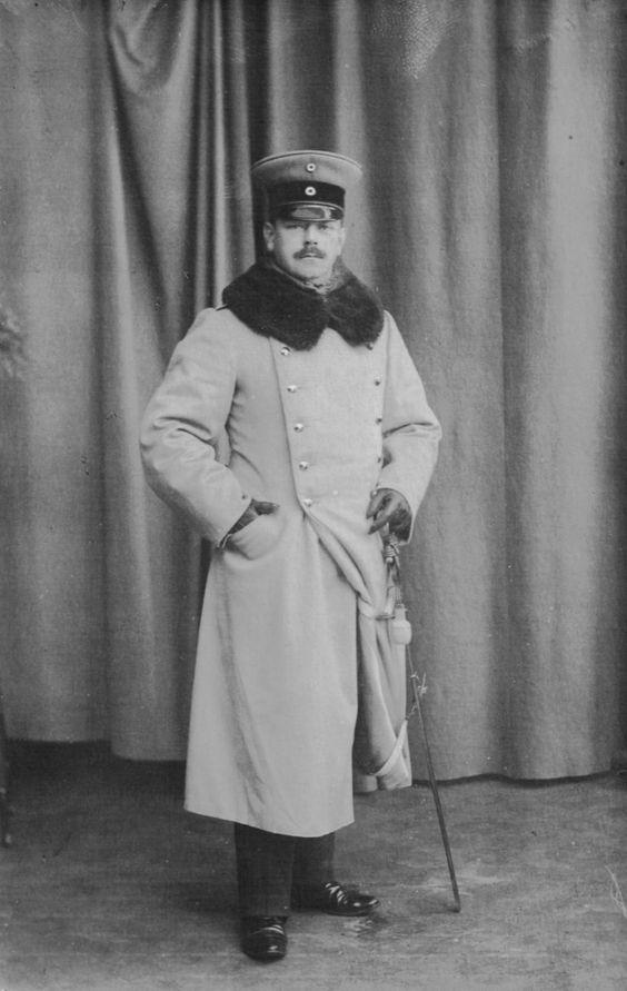 Wilhelm Pape, Rechtsanwalt und Notar in Lippstadt/Fleischhauerstr. 10, bei Kriegsausbruch 1914 mobilisert als Oberleutnant der Reserve und beordert zum Feldartillerieregiment 51.