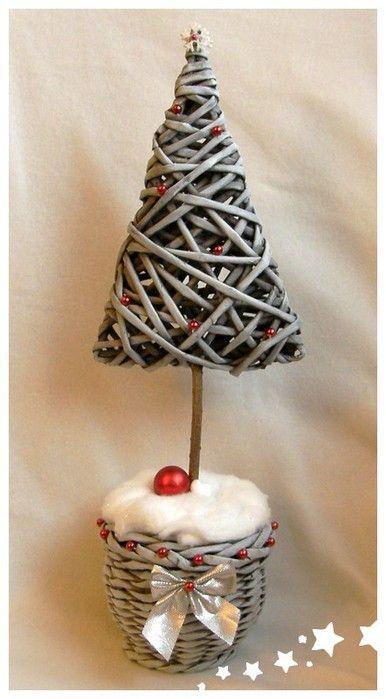 Rbol de navidad con tubos de papel peri dico news paper - Arbol de navidad con papel ...
