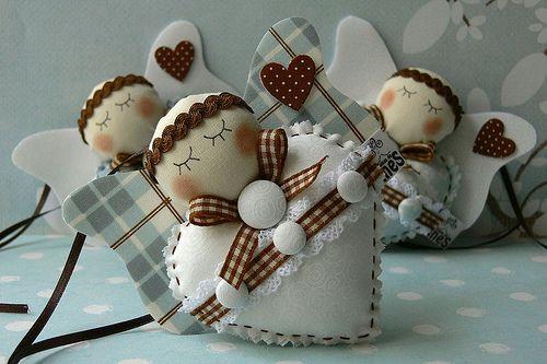 Anjinhos.....(adorable angel ornies, i say!)...