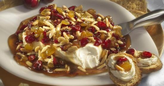 RECETTE : Une tartinade au fromage ayant un piquant sucré et fait avec du piment séché épicé, du sirop sucré et des fruits secs !  Un amuse-gueule parfait pour la veille duJour de l'An.