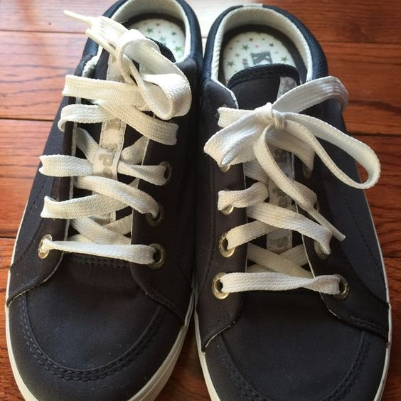 Navy blue keds Very comfortable , they are new I just walk with them around the house, super clean, no box keds Shoes