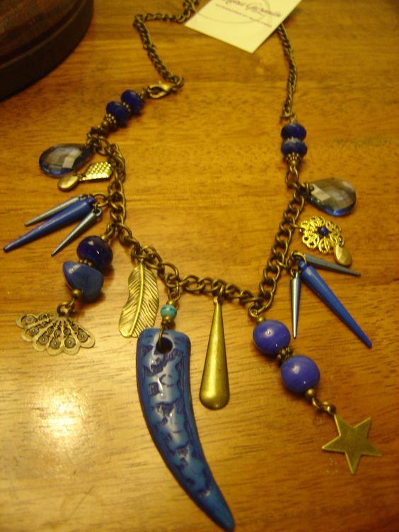 "Collar ""Lázuli"" con accesorios en bronce y azul"
