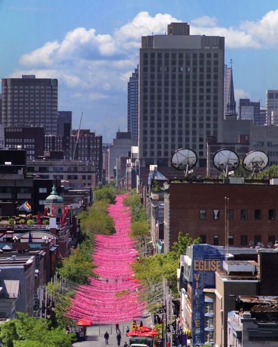 Les Boules Roses by Claude Cormier, Montreal (200,000 resin balls create a 1km canopy)
