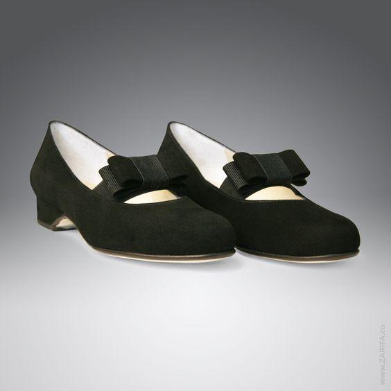 Flacher Pumps im Mary Janes Stil aus schwarzem Veloursleder als Tanzschuh – Eleganz beginnt mit ZARIFA