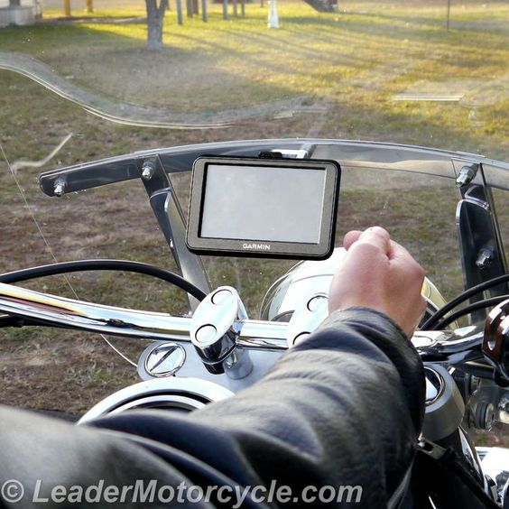 The eCaddy GPS Ball Mount is the simplest ever - and shown here with our windshield mount it's super-easy to see! http://www.leadermotorcycle.com/windshield-mounts/