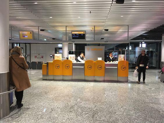 Стойки Lufthansa перед вылетом