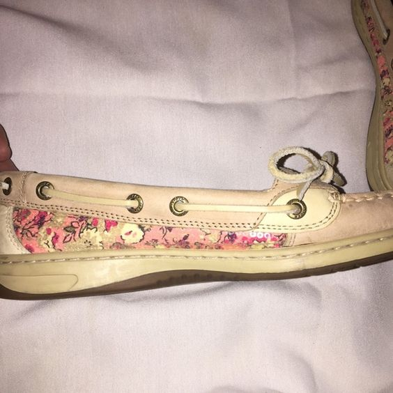 Sperrys Very cute with pink sparkles. Size 8 Sperry Top-Sider Shoes Flats & Loafers