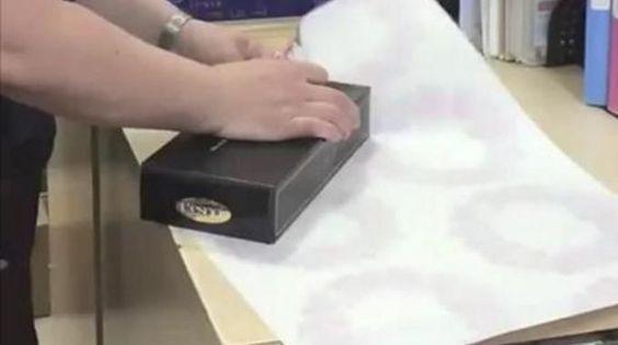 arr tez tout et regardez cette astuce g niale pour emballer un cadeau en un clin d 39 oeil comment. Black Bedroom Furniture Sets. Home Design Ideas