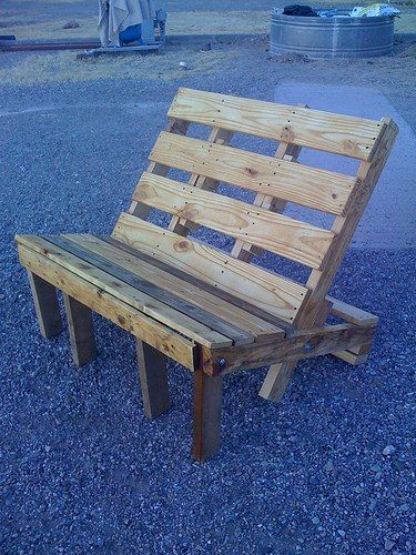 Pallet bench. Mom would love this.
