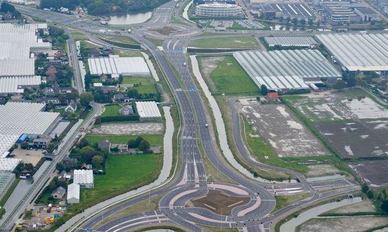 Twee-Pleinenweg-(N223)-tussen-Westerleeplein-en-Maasdijkplein