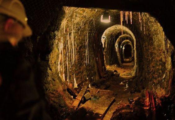 Unter Tage im Bergwerk Rammelsberg (Goslar) wurde in Deutschland, Goslar aufgenommen und hat folgende Stichwörter: Bergbau,  Harz,  Stollen.