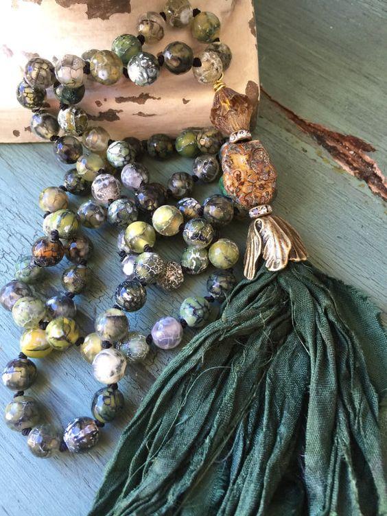 BoHo style forêt verte sari soie main noeud précieuses déclaration collier automne/hiver glam sculptés bijoux chouette de MarleeLovesRoxy
