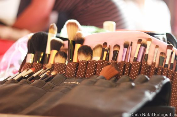 preparando a maquiagem