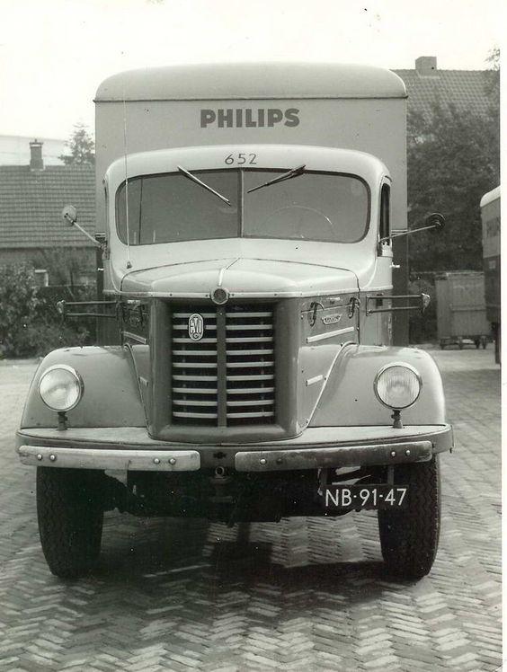 Kromhout vrachtwagen van Philips. Bouwjaar nog onbekend.