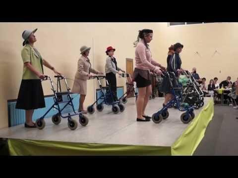 Rollatortanz Landfrauen Kurnbach Youtube Geburtstag Frauen Lustig